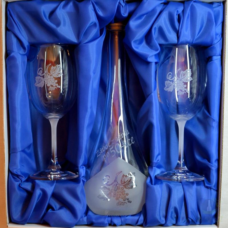 Hlavní kategorie - Souprava pískovaná karafa Gocia 50 let + dvě sklenice na víno