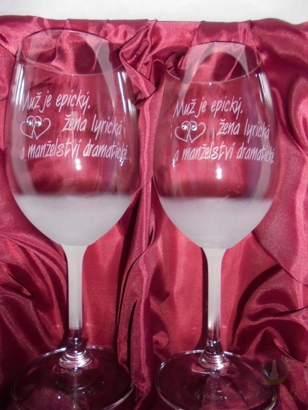 """Hlavní kategorie - Svatební pískované sklenice na víno - """" Muž je epický..."""" 0,3l"""