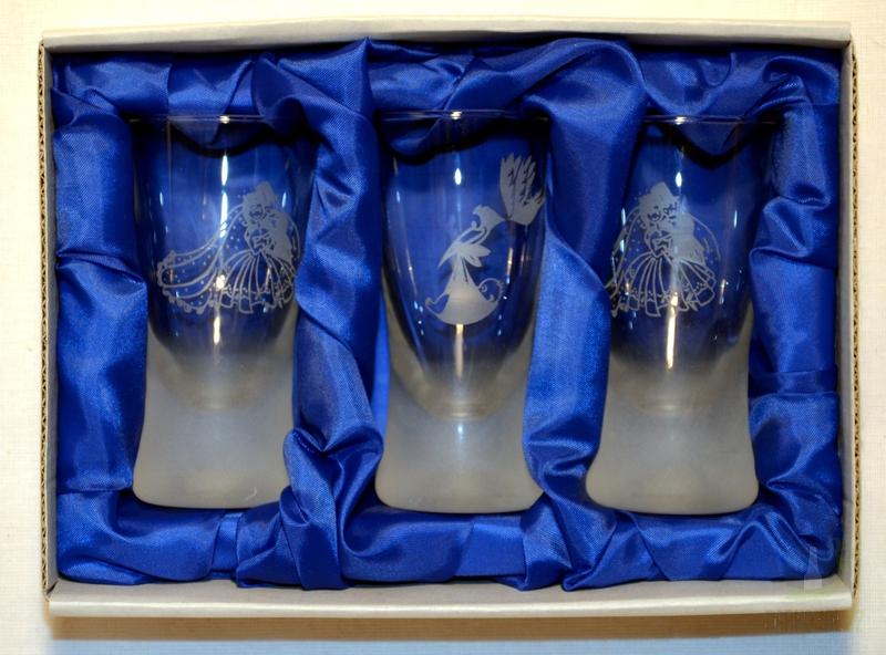 Hlavní kategorie - Panák pískovaný konický Svatební 0,05l Pár a holubice