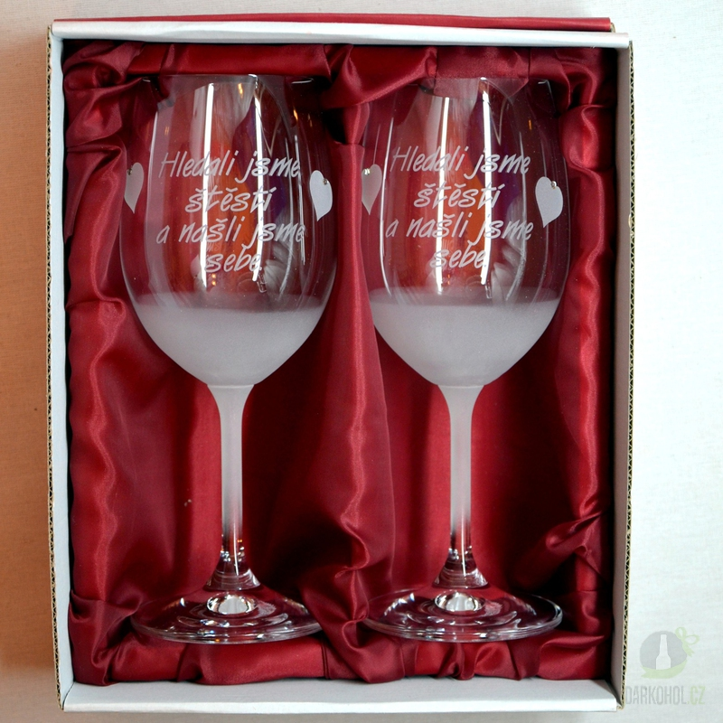 """Hlavní kategorie - Svatební pískované sklenice na víno -"""" Hledali jsme štěstí..."""" 0,3l"""