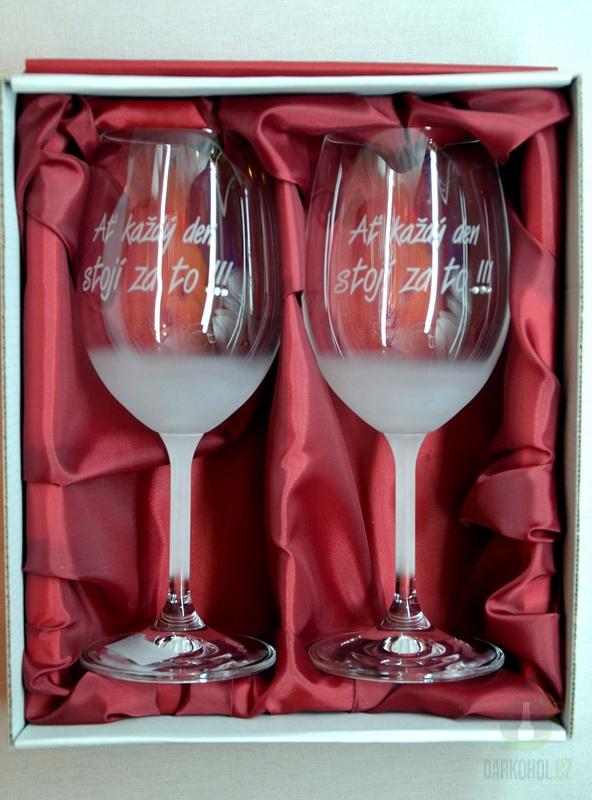 """Hlavní kategorie - Svatební pískované sklenice na víno -""""Ať každý den stojí za to! """" 0,3l"""