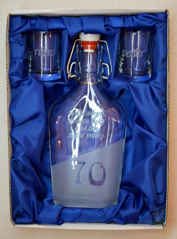 Hlavní kategorie - Malá sada láhev pískovaná Butylka dva panáky 0,2l 70let