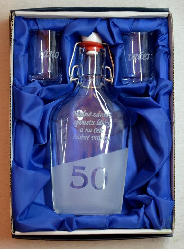 Hlavní kategorie - Malá sada láhev pískovaná Butylka dva panáky 0,2l 50let