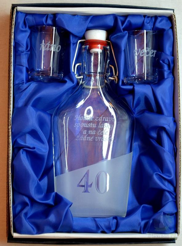 Hlavní kategorie - Malá sada láhev pískovaná Butylka dva panáky 40 let 0,2l