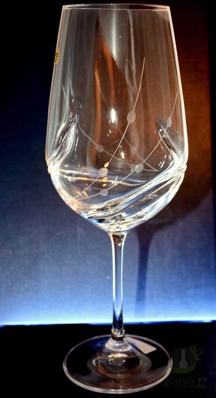 Hlavní kategorie - Ručně rytá sklenice na víno Přátelka -Turbulence 550ml