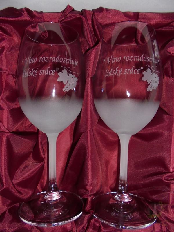 """Hlavní kategorie - Sklenice pískované na víno dvě 0,3l """" Víno rozradostňuje..."""""""