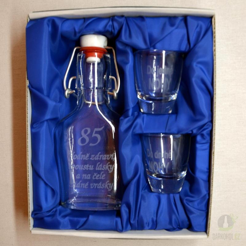 Hlavní kategorie - Malá sada láhev pískovaná Butylka dva panáky 85 let 0,1l