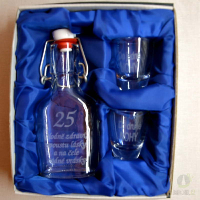 Hlavní kategorie - Malá sada láhev pískovaná Butylka dva panáky 25 let 0,1l