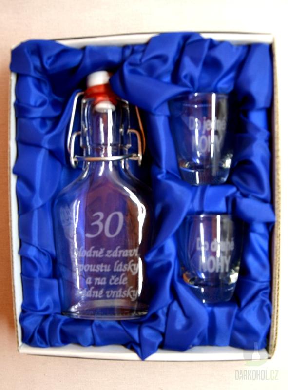 Hlavní kategorie - Malá sada láhev pískovaná Butylka dva panáky 30 let 0,1l