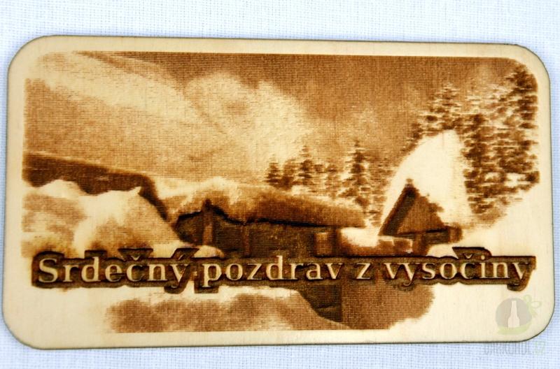 Suvenýry Žďár nad Sázavou - Dřevěná gravírovaná magnetka - Pozdrav z Vysočiny chaloupky