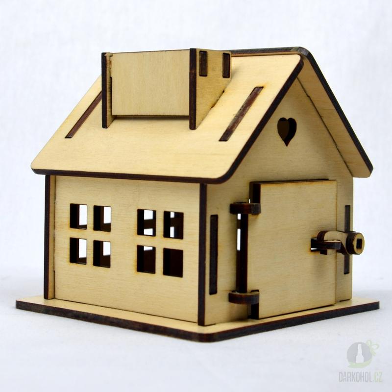 Hlavní kategorie - Dřevěná gravírovaná pokladnička-chaloupka