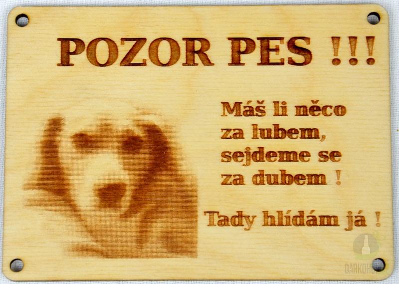 Hlavní kategorie - Dřevěný gravírovaný obrázek malý labrador-Pozor pes,máš-li něco za lubem