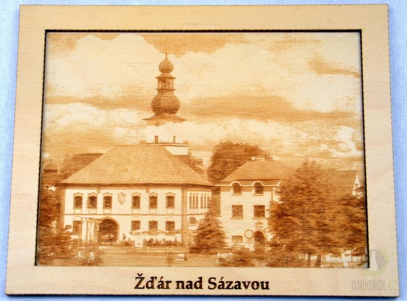 Suvenýry Žďár nad Sázavou - Dřevěný gravírovaný obrázek velký-Žďár radnice