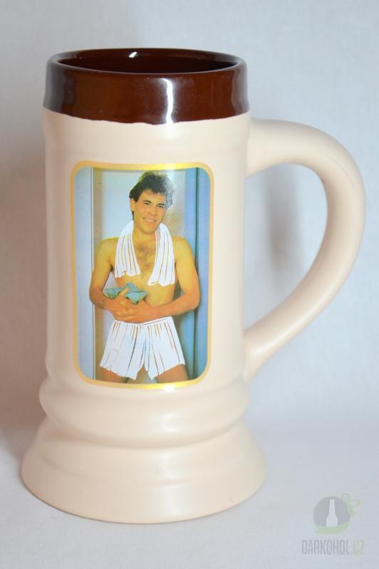 Hlavní kategorie - Korbel 0,5 l keramický-svlíkací muž s bílým ručníkem