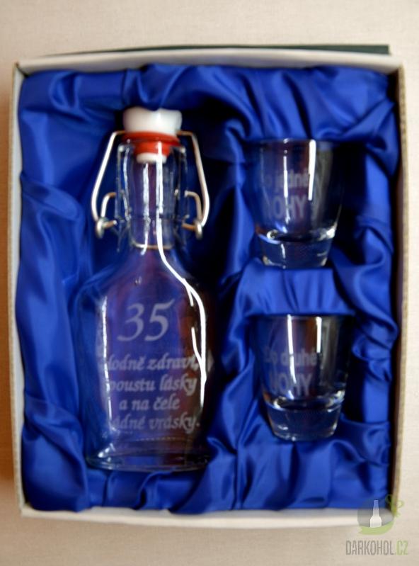 Hlavní kategorie - Malá sada láhev pískovaná Butylka dva panáky 35 let 0,1l